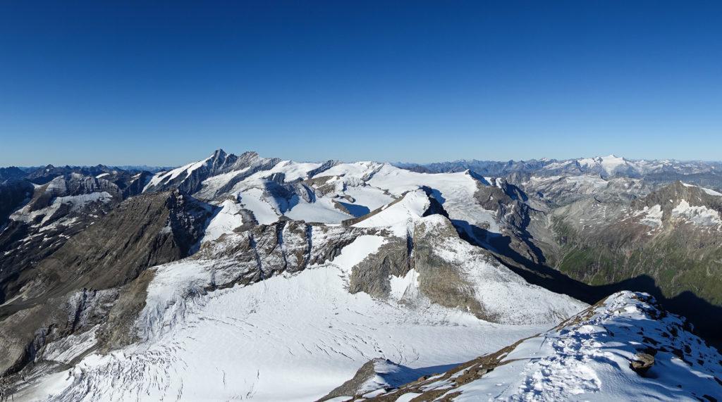 Panorama vom Gipfel des Großen Wiesbachhorns mit Großglockner und Großvenediger