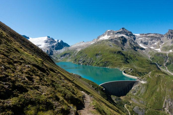 Blick auf den Stausee Mooserboden mit dem herrlichen Alpenpanorama