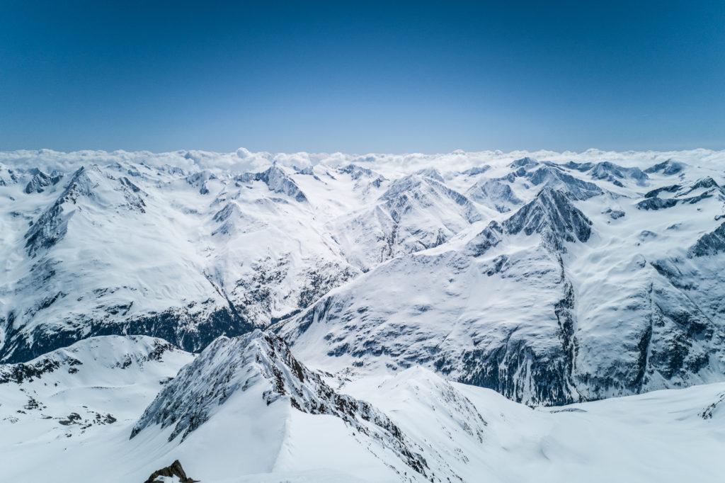 Aussicht vom Gipfel der Wildspitze im Winter