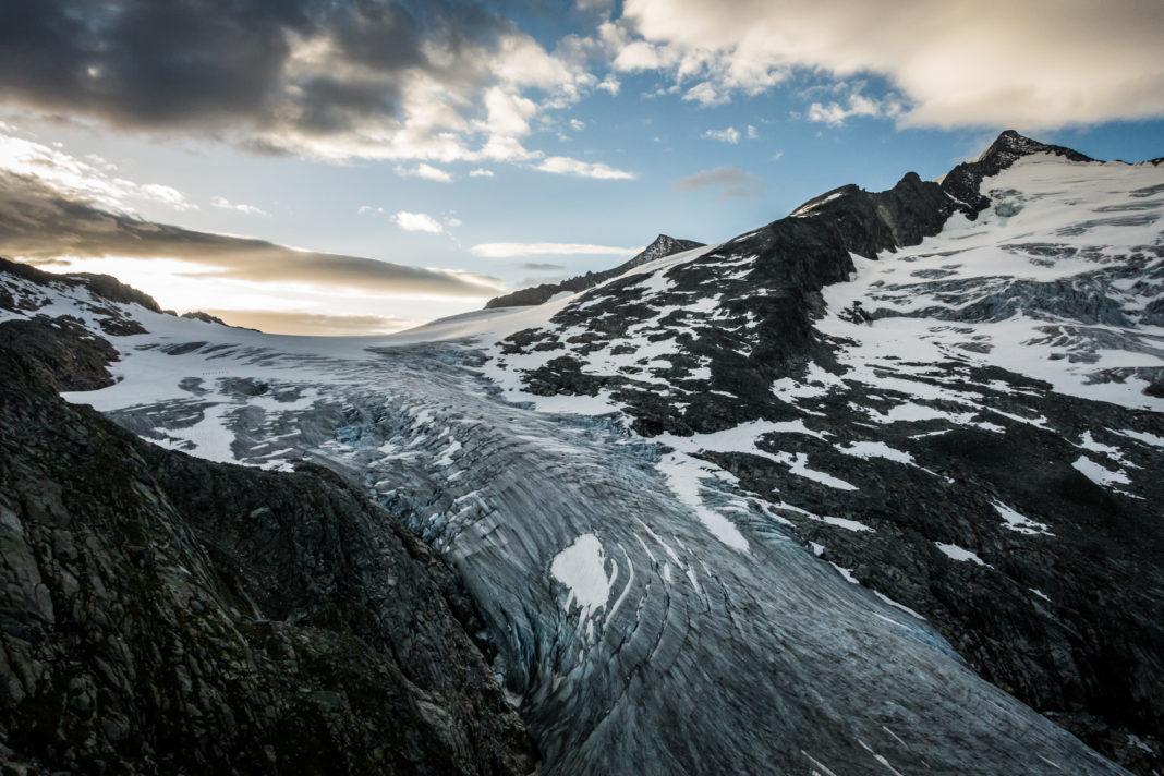 Der mächtige Gletscher des Großvenediger bei Sonnenaufgang