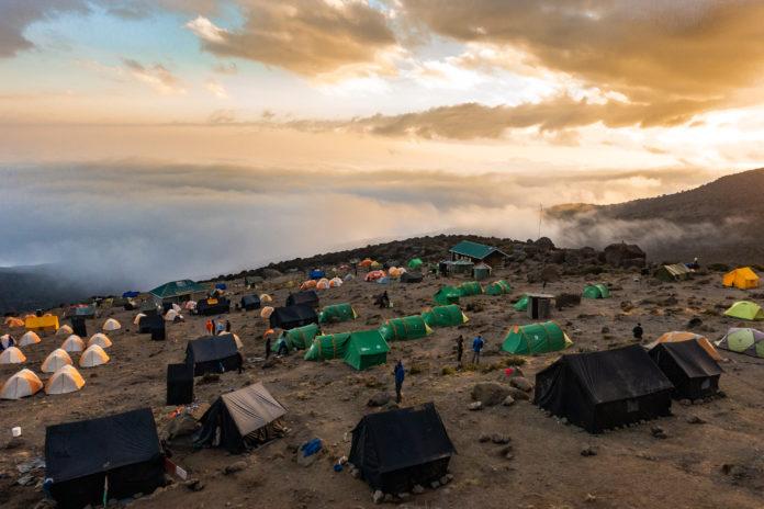 Der schönste Sonnenuntergang der Tour im Karanga Camp