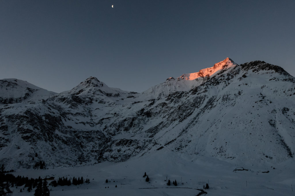 Die ersten Sonnenstrahlen in Sportgastein im Winter