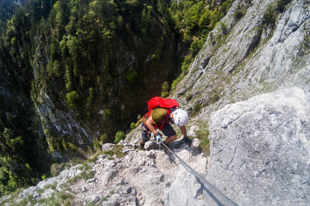 Bergsteiger am Drachenwand Klettersteig