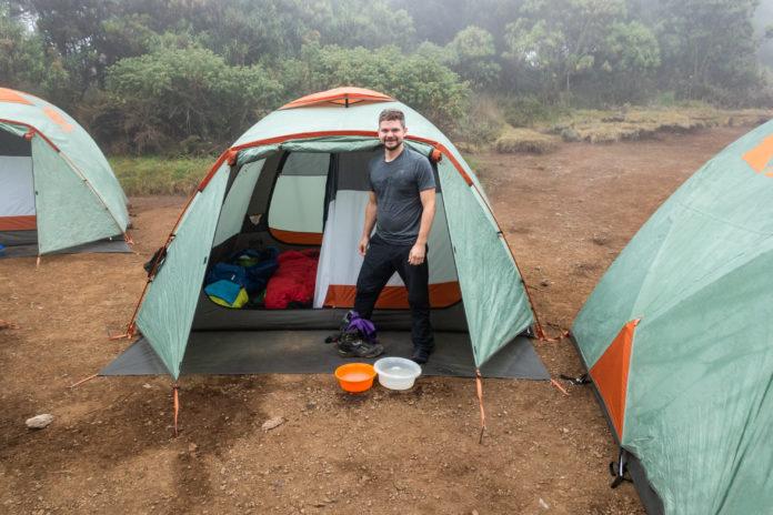 Andi freut sich über unser riesiges Zelt