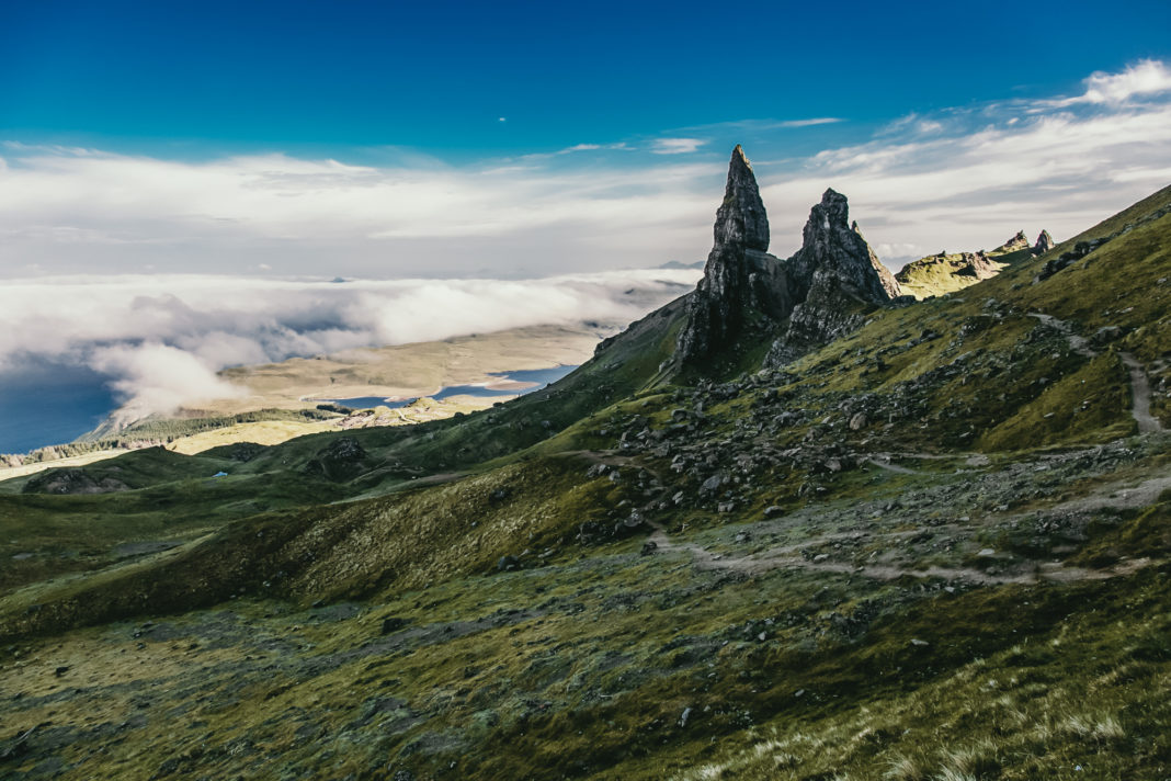 "<a href=""https://rauf-und-davon.at/die-drei-schoensten-wanderungen-in-schottland/"">Old Man of Storr</a> - Juni 2018"