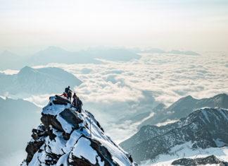 Bergsteiger am Gipfelgrat des Großsglockners