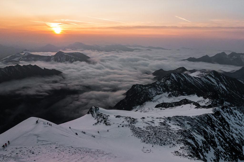 Sonnenaufgang am Weg zum Gipfel des Großglockners