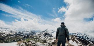 Wanderer bei der Edelweißspitze entlang der Großglockner Hochalpenstraße