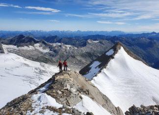 Bergsteiger am Rainerhorn mit Schwarzer Wand im Hintergrund