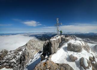 Bergsteiger am Gipfel des Dachsteins