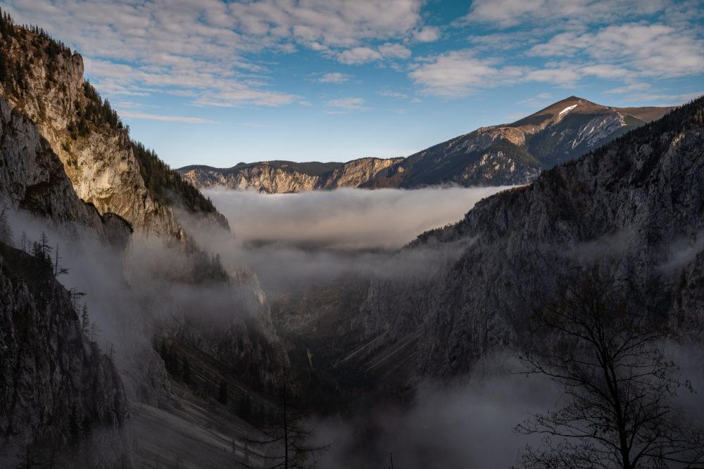 Höllental im Morgenlicht mit Nebel