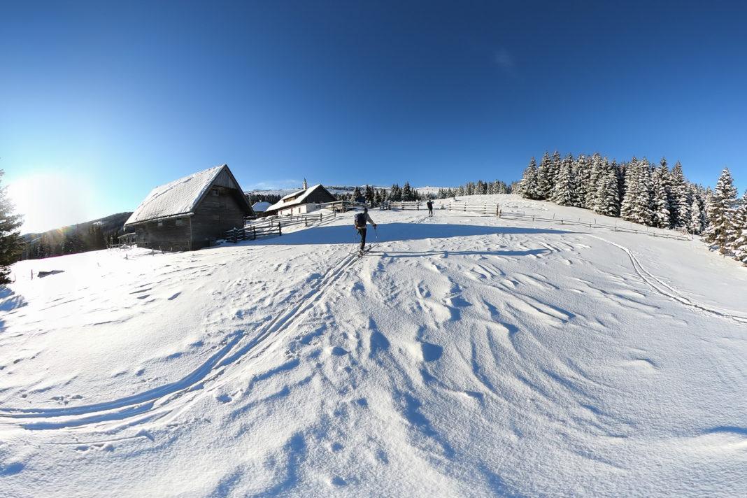 """<a href=""""https://rauf-und-davon.at/hochwechsel-skitour-mariensee/"""">Hochwechsel</a> - Jänner 2021"""