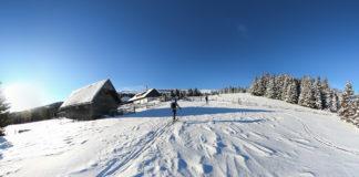 Die Marienseer Schwaig mit zwei Skitourengehern