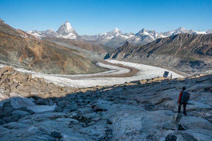 Monte Rosa Hütte mit Gletscher und Matterhorn