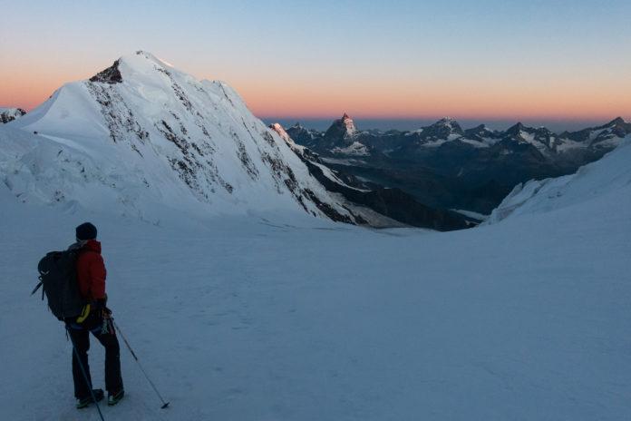 Sonnenaufgang beim Abstieg am Grenzgletscher