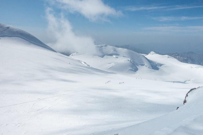 Blick zurück vom Gipfel der Zumsteinspitze