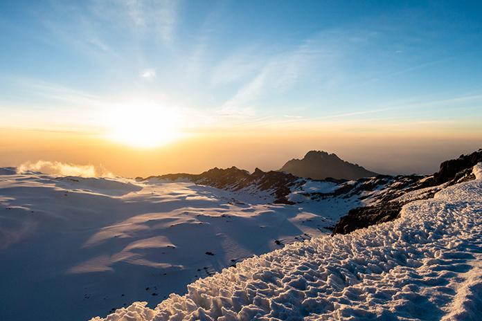 Sonnenaufgang am Kraterrand vom Kilimanjaro